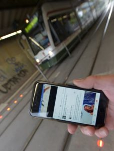 stadtwerke-augsburg-smartphone-pedestrian-road-lights-3